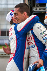 Pole winners Anthony Davidson and Sébastien Buemi celebrate