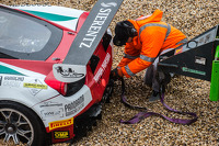 #51 AF Corse Ferrari 458 Italia: Filipe Barreiros, Peter Mann, Francisco Guedes spins out of control: safety team to the rescue
