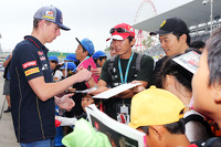 Max Verstappen, Scuderia Toro Rosso Test Driver signs autographs for the fans