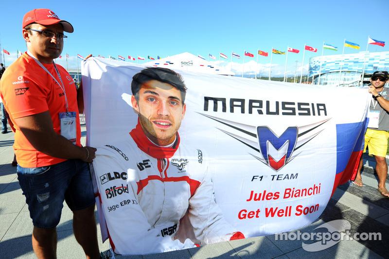 祝朱尔斯·比安奇早日康复的旗帜,玛鲁西亚f1车队