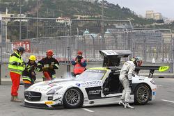#84 HTP Motorsport Mercedes SLS AMG GT3: Maximilian Götz, Maximilian Buhk in trouble