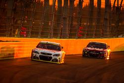 Kevin Harvick, Stewart-Haas Racing Chevrolet and Jeff Gordon, Hendrick Motorsports Chevrolet