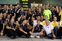 Red Bull Racing give thanks to the departing Sebastian Vettel, Red Bull Racing, with Red Bull Racing Chief Technical Officer; Christian Horner, Red Bull Racing Team Principal and Dr Helmut Marko, Red Bull Motorsport Consultant