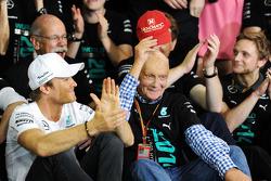 Nico Rosberg, Mercedes AMG F1 and Niki Lauda, Mercedes Non-Executive Chairman celebrate with the team