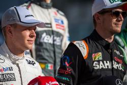 Kevin Magnussen, McLaren, tijdens de seizoensafsluitende foto