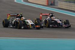 Sergio Perez, Sahara Force India F1 VJM07 and Jean-Eric Vergne, Scuderia Toro Rosso STR9 battle for position