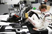 Nico Hulkenberg Porsche seat fitting