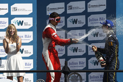 领奖台: 比赛获胜者 塞巴斯蒂安·布埃米, e.dams-雷诺车队, 第二名 小尼尔森·皮奎特,中国赛车队