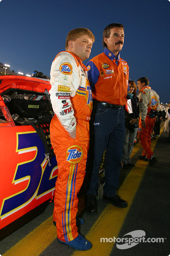 Bobby Hamilton Jr. on the starting grid