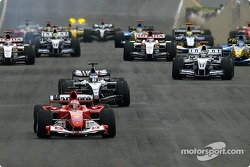 Start: Rubens Barrichello takes the lead in front of Kimi Raikkonen