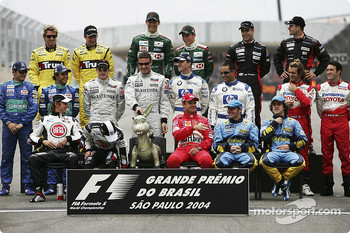 Drivers of the 2004 World Championship photoshoot: where is Michael?