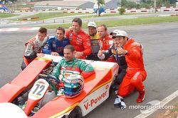 Dan Wheldon, Felipe Giaffone, Gil de Ferran, Oswaldo Negri Jr., Rubens Barrichello, Ruben Carrapatoso, Helio Castroneves and Tony Kanaan