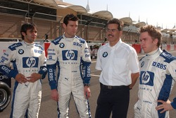 Nick Heidfeld, Mark Webber and Antonio Pizzonia with Dr Mario Theissen