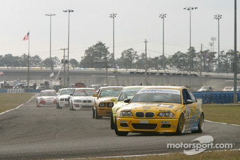 Start: #96 Turner Motorsport BMW M3: Justin Marks, Bill Auberlen leads the field