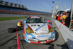 Pitstop for #80 Team Seattle/ Synergy Racing Porsche GT3 Cup: Don Kitch Jr., Don Gagne, Chris Pallis, Don Pickering