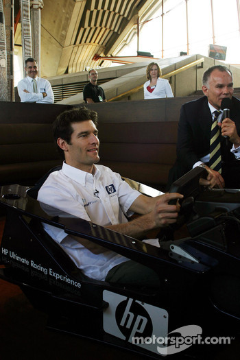 Williams-BMW HP event at the Opera House in Sydney: Mark Webber at racing sim