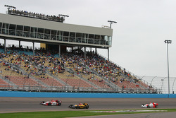 Start: Dan Wheldon and Bryan Herta lead the field