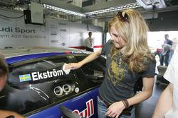 Singer Ana Johnsson in Mattias Ekström's pitbox