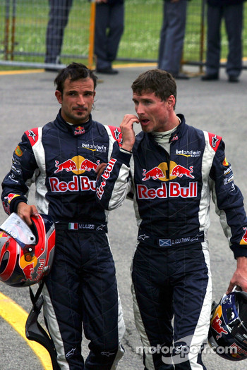 Vitantonio Liuzzi and David Coulthard in Parc Fermé