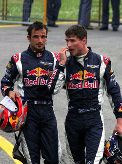 Vitantonio Liuzzi and David Coulthard in Parc Fermé