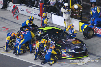 Pitstop for Kyle Busch