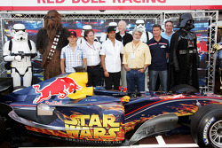 Christian Klien, Vitantonio Liuzzi and David Coulthard with George Lucas and Darth Vader