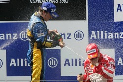 Podium: champagne for Fernando Alonso and Rubens Barrichello