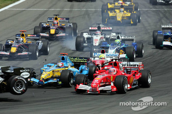Start: Fernando Alonso and Michael Schumacher battle
