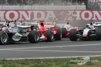 Start: Michael Schumacher and Kimi Raikkonen