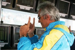 Flavio Briatore celebrates as Fernando Alonso keeps the pole position