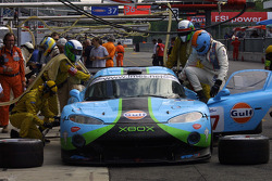 Pitstop for #57 Paul Belmondo Racing Chrysler Viper GTS/R: Jean-Michel Papolla, Didier Sommereau, Romain Iannetta