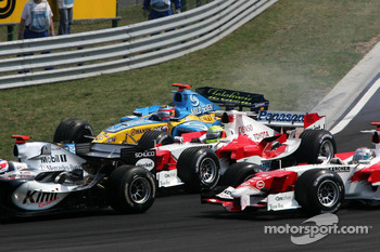 Ralf Schumacher and Fernando Alonso battle in the first corner