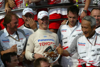 Ralf Schumacher celebrates podium finish with his team
