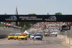 Start: #70 SpeedSource Mazda RX-8: David Haskell, Sylvain Tremblay and #27 Bill Fenton Motorsports Acura RSX - S: Eric Curran, Bob Endicott battle for the lead