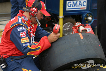 Dupont Chevy crew member checks tire pressure