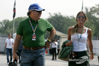 Rafaela Bassi, girlfriend of Felipe Massa, with the father of Felipe Massa