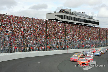 Start: Tony Stewart leads the field