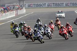 Start: Marco Melandri takes the lead