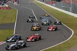 Start: Mark Webber leads a group of cars
