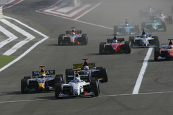 Start: Nico Rosberg leads Heikki Kovalainen