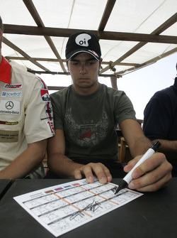 Autograph session: Nelson A. Piquet