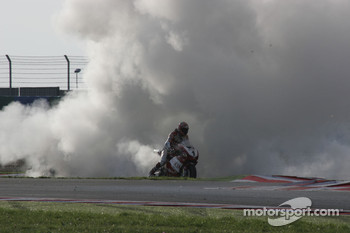 James Toseland burns his tyre