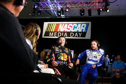 Tony Stewart, Stewart-Haas Chevrolet and Brian Vickers, Michael Waltrip Racing Toyota