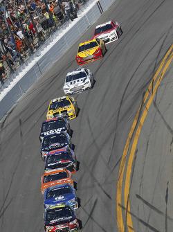 Jeff Gordon, Hendrick Motorsports Chevrolet leads