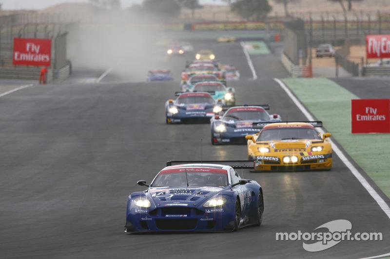 Start: #17 Russian Age Racing Aston Martin DBR9: Stéphane Ortelli, Christophe Bouchut leads the field