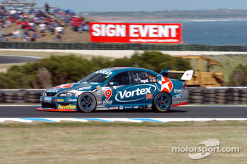 Russell Ingall on his way to his first championship win