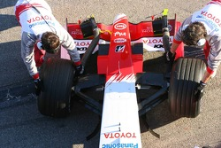 Front wing of the new Toyota TF106