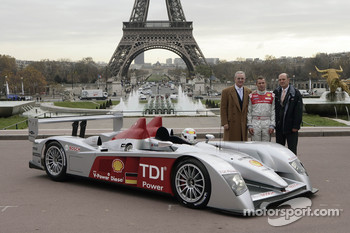 Prof. Dr. Martin Winterkorn, Tom Kristensen and Dr. Wolfgang Ullrich pose with the new Audi R10