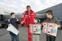 Team Nissan Dessoude public presentation: Paul Belmondo signs autographs