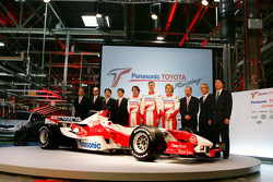 Ricardo Zonta, Ralf Schumacher and Jarno Trulli with Toyota Motorsport management and TF106